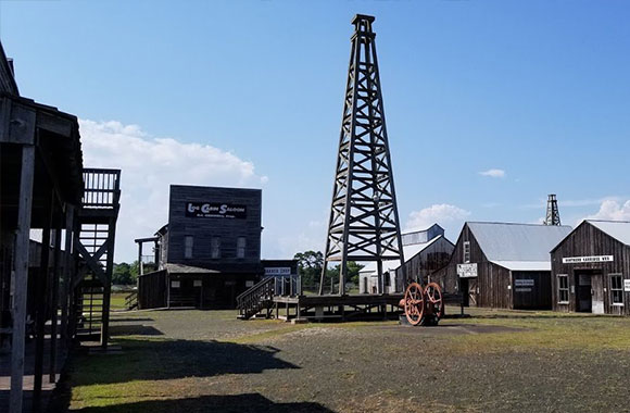 Spindletop-Gladys-City-Boomtown